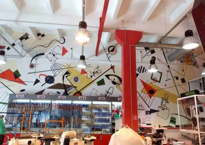 Роспись стен в магазине инструментов